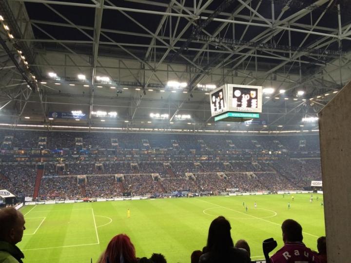31 oktober met 2 bussen naar FC Schalke '04!!